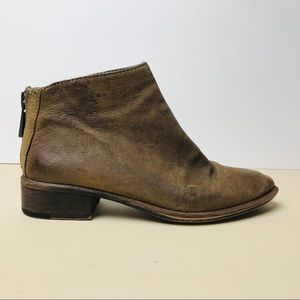 Dolce Vita brown genuine leather ankle books